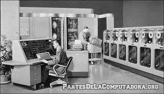 Aspecto de las segunda generacion de computadoras